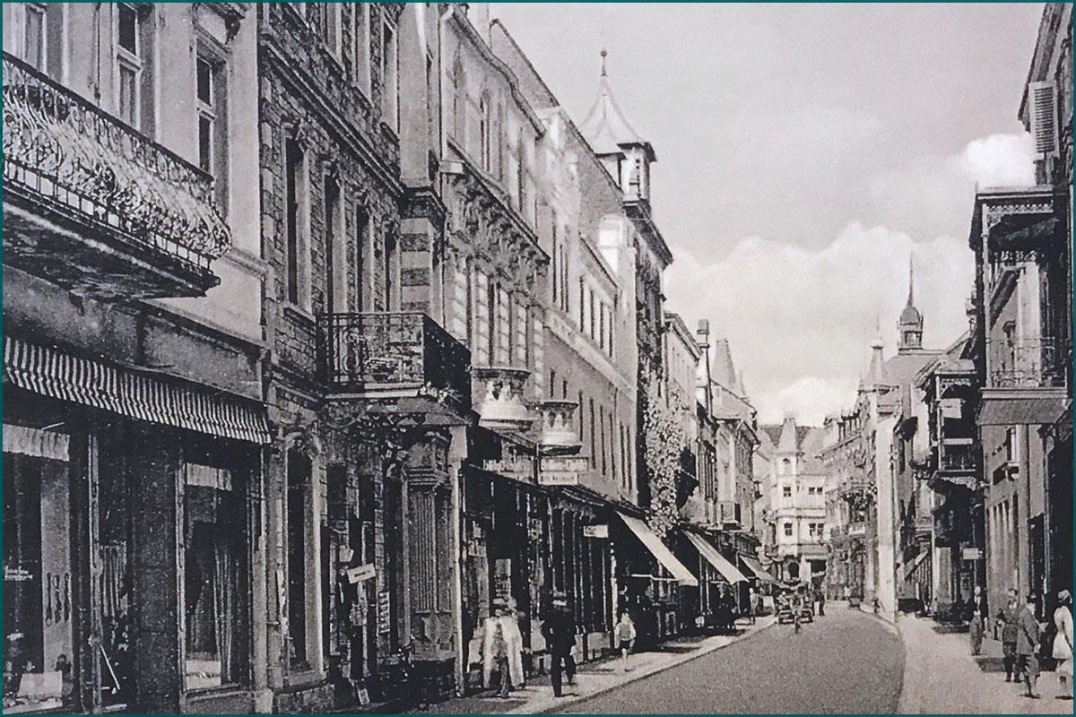 Zeitreise durchs Ahrtal Bad Neuenahr untere Poststrasse um 1900 in Blickrichtung Norden von der Kurgartenbrücke aus