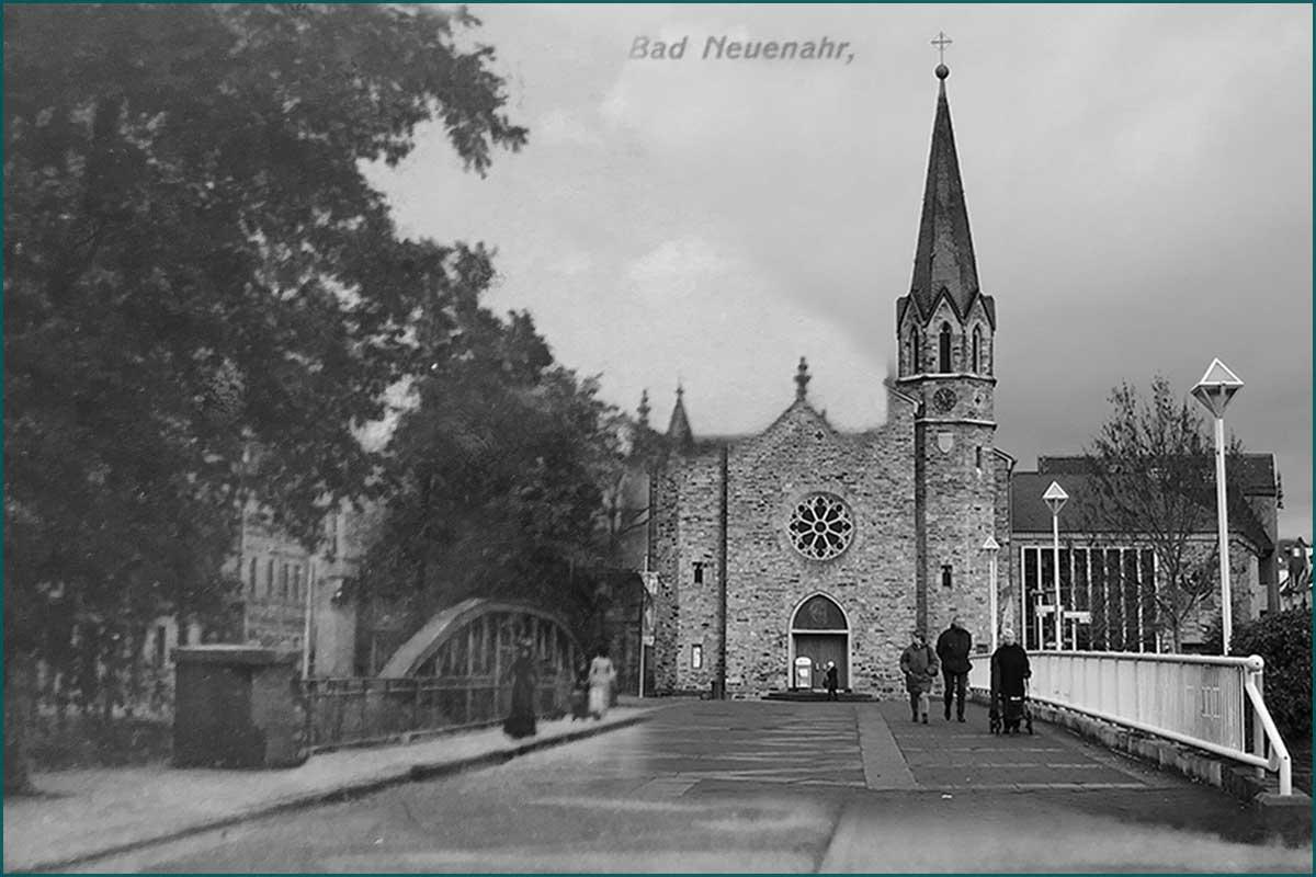 Zeitreise Ahrtal Kurgartenbrücke Bad Neuenahr mit Blick auf die Martin Luther Kirche Komposition 1900/2019