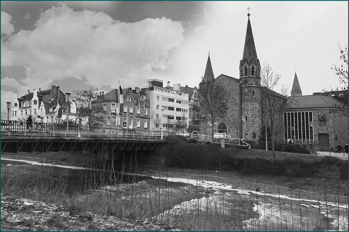 Zeitreise Ahrtal Kurgartenbruecke mit Kirche und Telegrafenstrasse Ecke Georg Kreuzberg Strasse Komposition um 1960