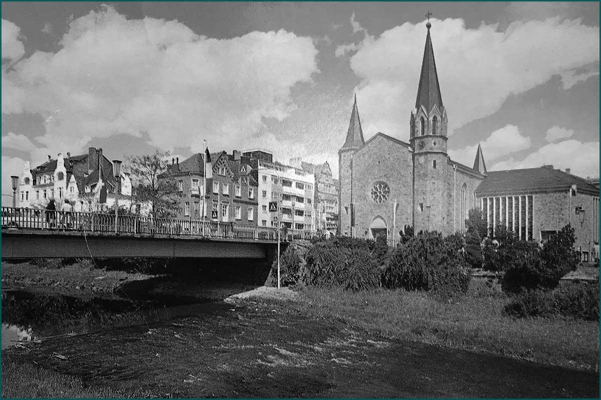 Zeitreise Ahrtal Kurgartenbruecke mit Kirche vorher um 1960