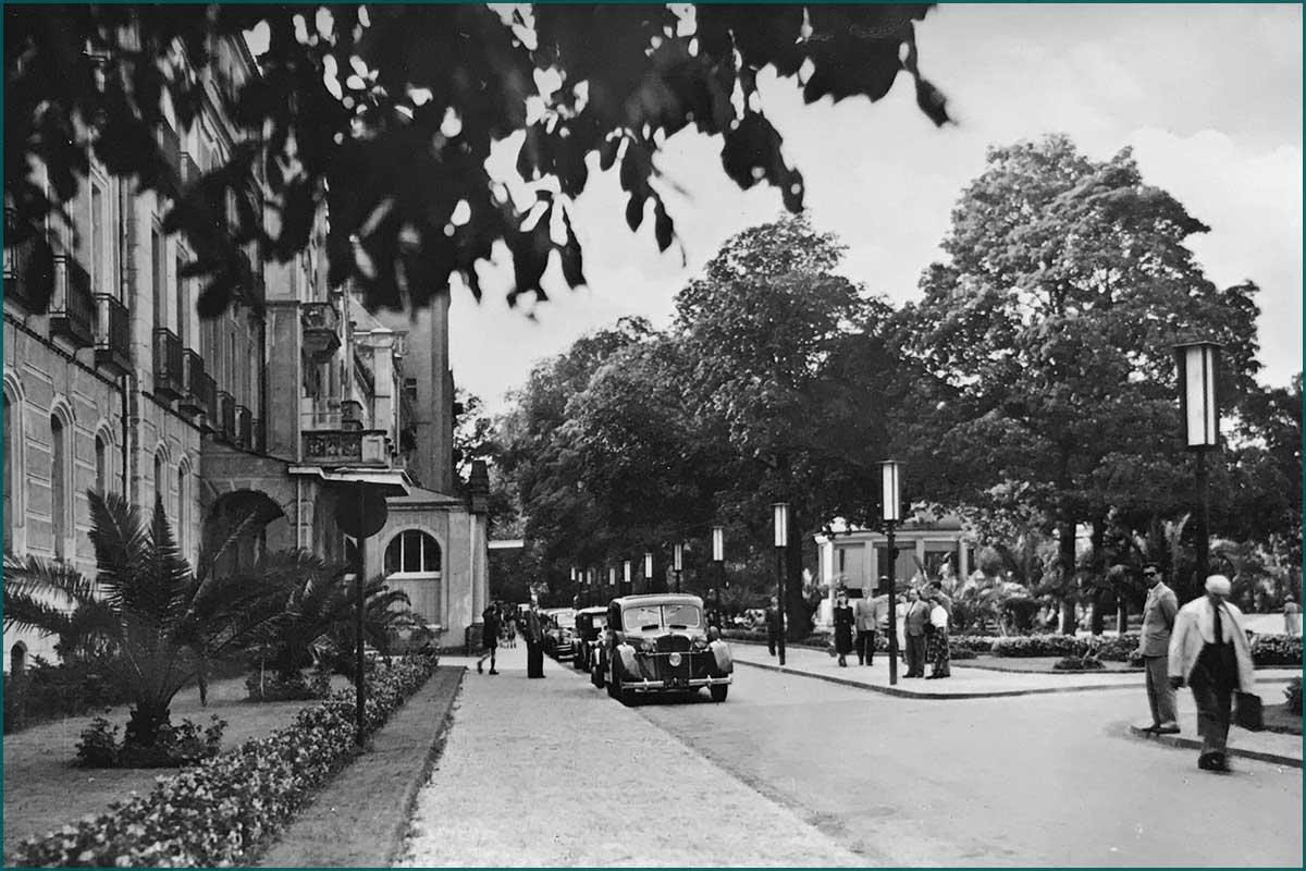 Zeitreise Ahrtal Platz zwischen Kurhotel und Kurhaus um 1950